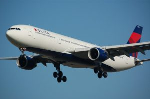 malaga aankomst delta airlines vliegtuig